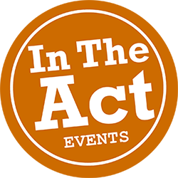 Logotipo de la web de eventos y diseño gráfico In The Act events, circulo blanco que contiene el nombre In The Act events tambien en blanco, todo sobre fondo naranja.